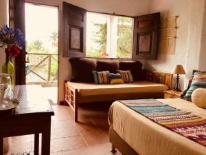 Room 1 / Habitacion 1