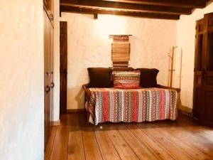 Upstairs Room 1 Cont. / Habitacion 1 Segundo Piso Cont.